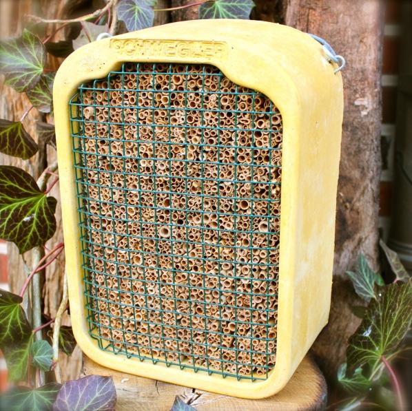 schwegler nisth hlen nistk sten vogelh user und insektenhotel vogel und naturschutzprodukte. Black Bedroom Furniture Sets. Home Design Ideas