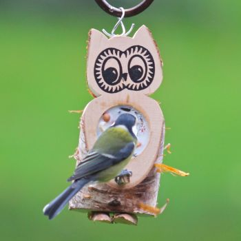 futtereulen sind gef llt mit vogelfutter und rindertalg vogel und naturschutzprodukte einfach. Black Bedroom Furniture Sets. Home Design Ideas