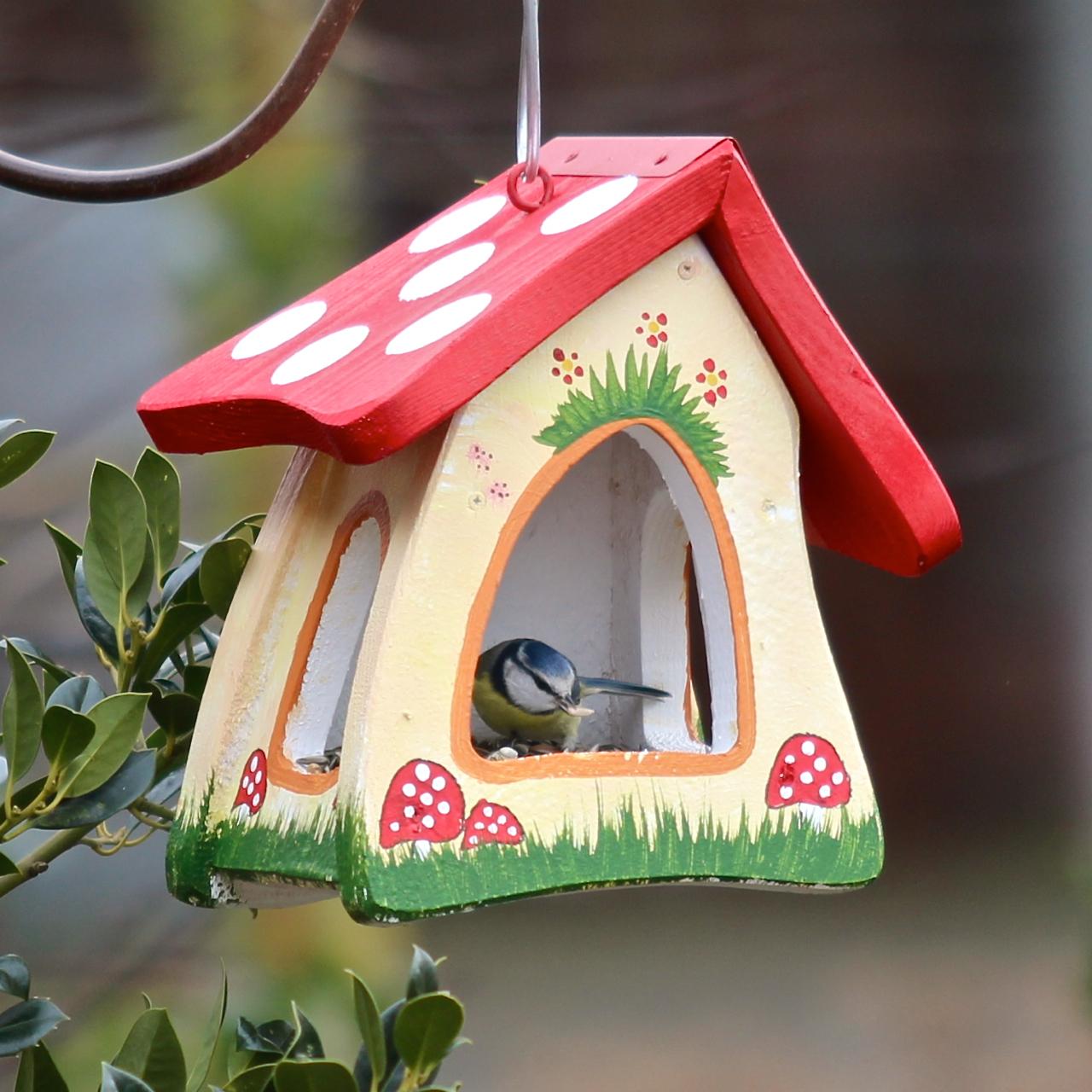 vogelvilla hobbit futterplatz waldmotiv vogel und. Black Bedroom Furniture Sets. Home Design Ideas