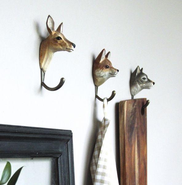 reh handgeschnitzter kleiderhaken vogel und naturschutzprodukte einfach online kaufen. Black Bedroom Furniture Sets. Home Design Ideas