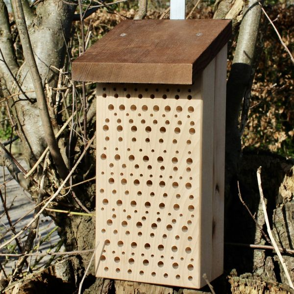Insektenhotel Wildbienen - Tower mit Thermoholzdach